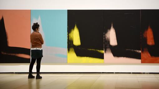 «Sombras», de Warhol, una de las muestras más visitadas en la historia del museo