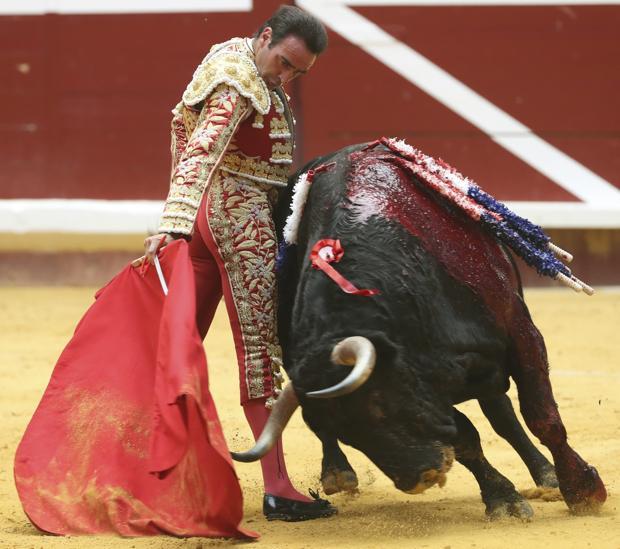Enrique Ponce torea en redondo