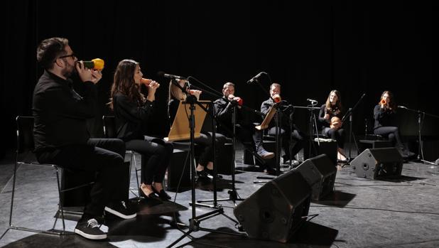 La London Vegetable Orchestra, durante una de sus actuaciones