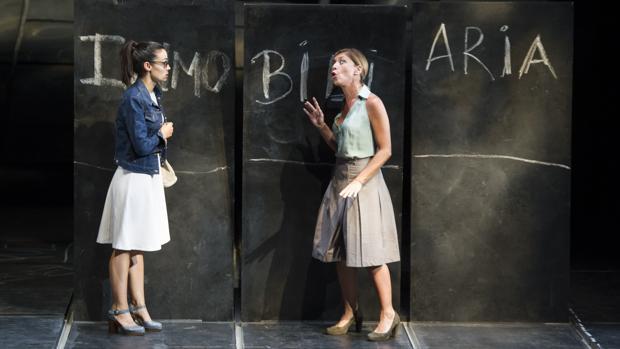 Sara Rivero y Eva Isanta, en un momento de la función