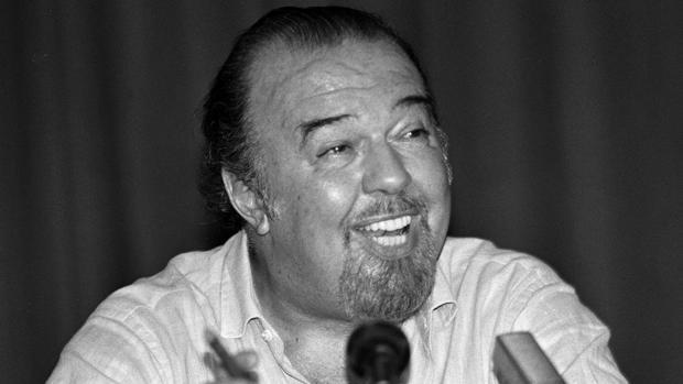 Peter Hall, durante una conferencia de prensa en Atenas
