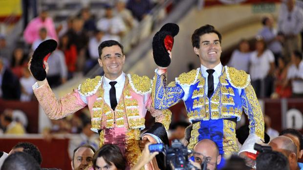 Soberbia faena de Rubén Pinar, a hombros con Ureña en Albacete