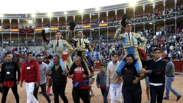 Ginés, Ponce y Perera salen en volandas