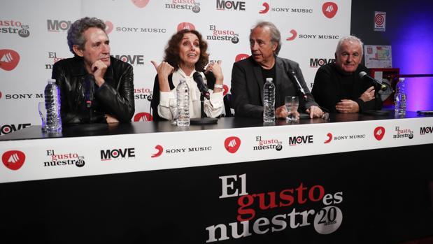 Miguel Ríos, Ana Belén, Joan Manuel Serrat y Victor Manuel (de izda a dcha) en Buenos Aires