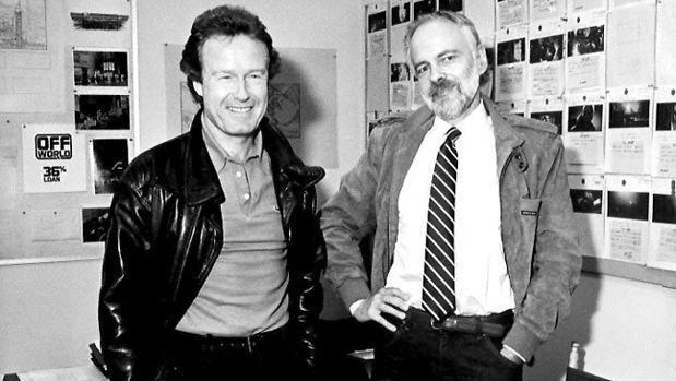 Philip K. Dick (derecha) junto a Ridley Scott en una imagen de 1982, poco antes de la muerte del escritor