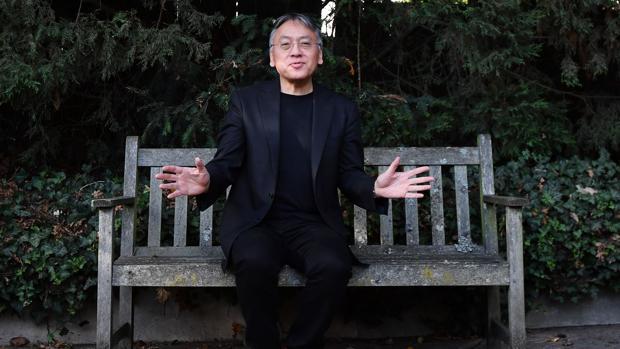 El escritor británico Kazuo Ishiguro, fotografiado en Londres poco después de saber que había ganado el Nobel