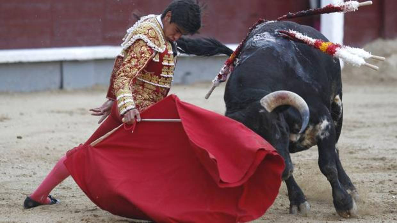 Colombo sufre una cornada de 25 centímetros en Valencia