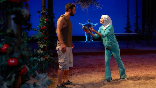 Samy Khali y Mina El Hammani, en una escena de la obra