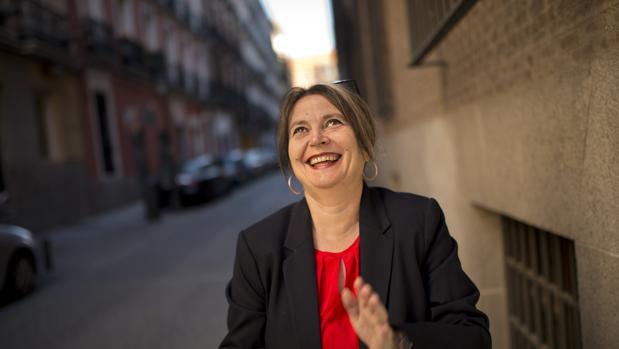 Elvira Roca Barea, retratada en las calles de Madrid