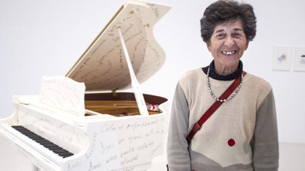 Ferrer, junto a su «Piano: Satie», en el Palacio de Velázquez