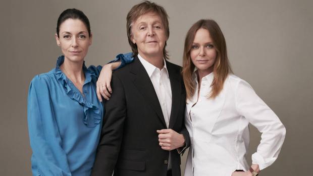 McCafrtney, junto a sus hijas Stellay y Mary