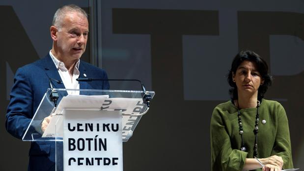 El director artístico del Centro Botín, Benjamin Weil, junto con la directora ejecutiva, Fátima Sánchez