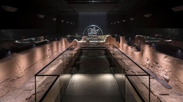 El templo de Mitra de Londres, construido por los romanos en el siglo III y cuyas ruinas fueron excavadas en 1954, ha regresado restaurado a su ubicación original en el corazón de la «City», tras años en un lugar provisional