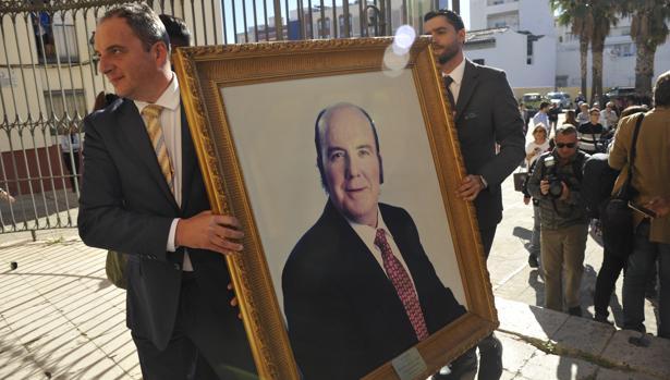 Un retrato del humorista durante la preparación de su funeral en Málaga