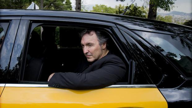 Carlos Zanón en un taxi de Barcelona