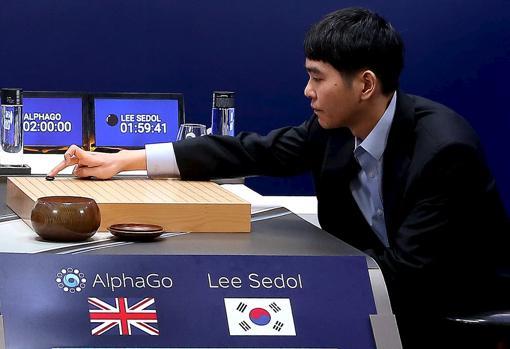 El mejor jugador del mundo de Go, el coreano Lee Sedol, sucumbió contra el programa de inteligencia artificial AlphaGo, de Google