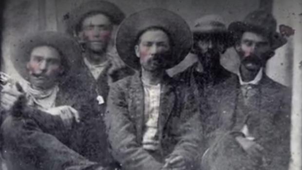 Descubren a Billy el Niño en una foto antigua junto al sheriff Pat Garrett