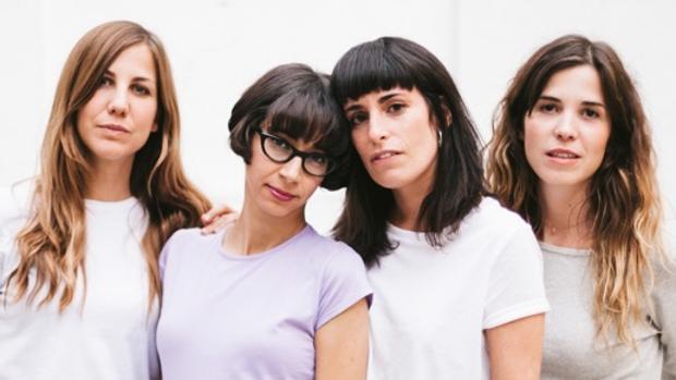 De izq a dcha: Sonsoles, al bajo; Paula, a las voces, y que fue entrevistada; Alicia, la batería; y Ágata, guitarra, que también fue entrevistada
