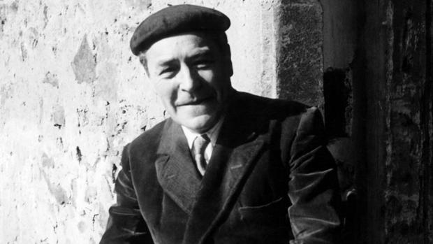 Josep Pla, en su masía de Gerona