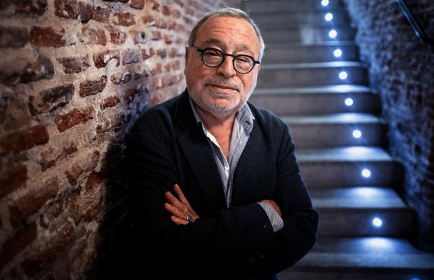 """Fernando Savater: «Aún hay idiotas que dicen eso de """"toda bandera me repugna""""»"""