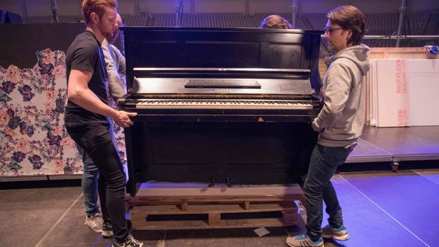 Preparativos para transportar el viejo piano atómico en Oslo