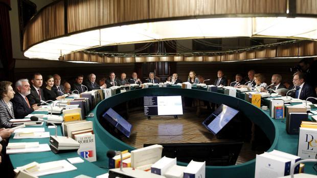 Asamblea plenaria en la sede de la RAE