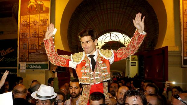 Rubén Pinar, a hombros en Albacete
