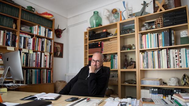 Francesc Torres en su casa-estudio en Barcelona