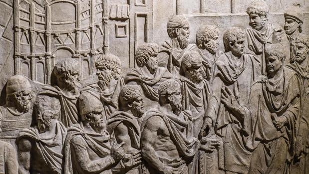 Vista de la obra «Trajano recibe embajadores frente a la representación de la ciudad Drobeta», uno de los relieves de las Columnas de Trajano