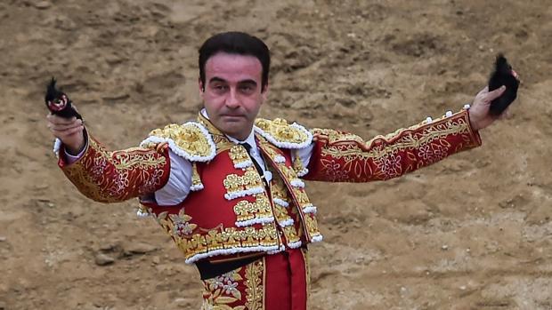 Enrique Ponce, con las dos orejas que cortó en Cañaveralejo