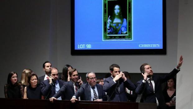Los especialistas de Christie's anuncias ofertas vía telefónica para la subasta de la pintura «Salvator Mundi» de Leonardo da Vinci
