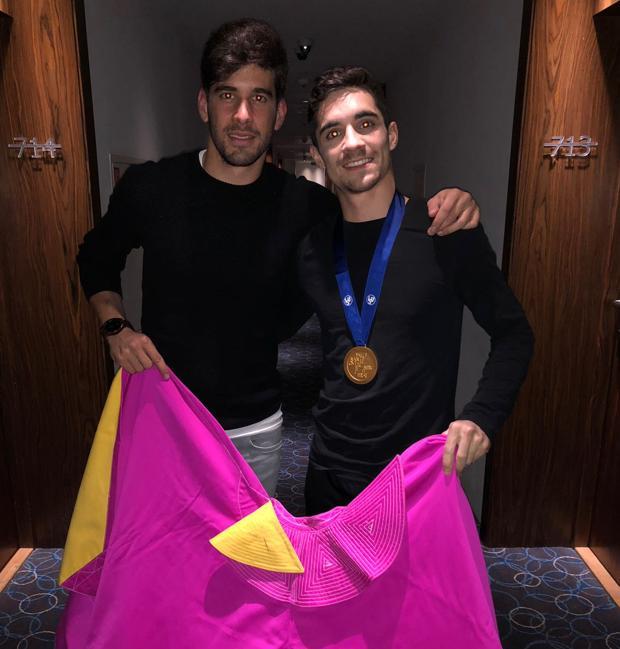 Alberto López Simón y Javier Fernández, capote en mano