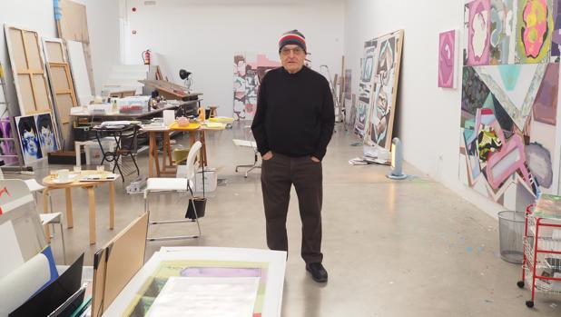 El pintor Luis Gordillo, fotografiado en su estudio