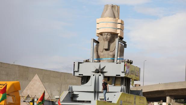 La estatua de Ramsés II en pleno traslado hasta el Gran Museo Egipcio de El Cairo
