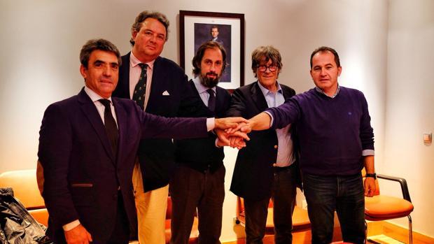Victorino Martín, Carlos Núñez, Juan Diego, Simón Casas y David Prados, en su «uno para todos y todos para uno»