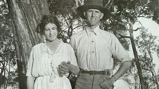 Karen Blixen y su hermano Thomas en Kenia, en 1922