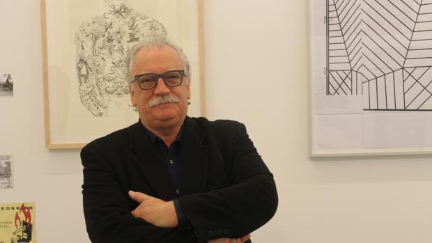 Moisés Pérez Albéniz posa en su galería de nombre homónimo