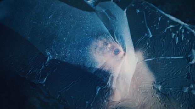Fotografía de la serie «Drowning in Blue»