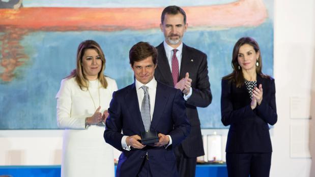 El Juli, tras recibir la medalla de Bellas Artes de manos de los Reyes y con Susana Díaz de testigo