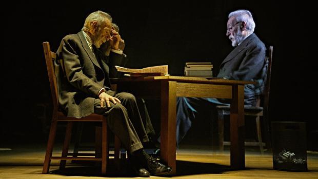 José Luis Gómez, en una escena de «Unamuno»