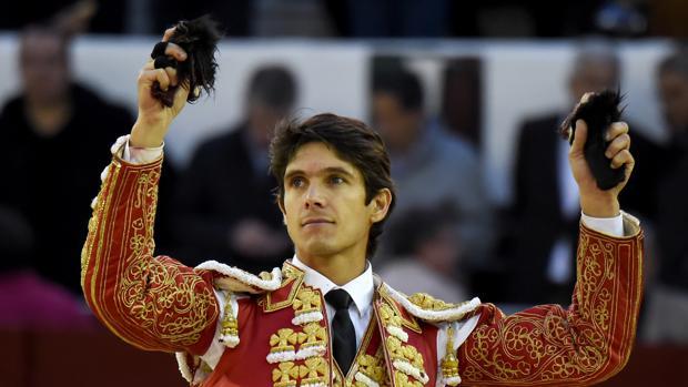 Sebastián Castella pasea dos orejas