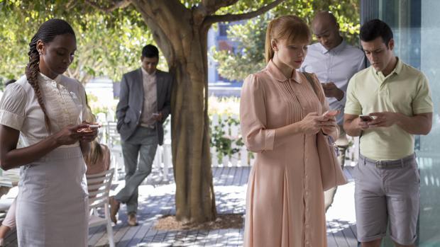 En «Nosedive», capítulo de la serie «Black Mirror», el estatus social depende de las valoraciones obtenidas en una aplicación móvil
