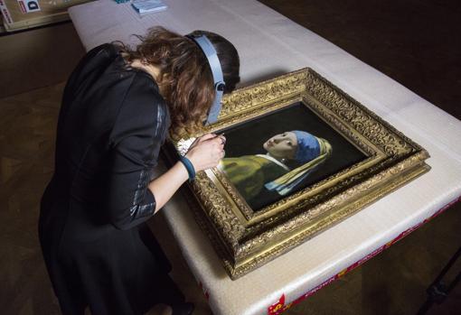 «La joven de la perla», de Vermeer, será analizada milímetro a milímetro