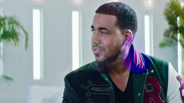 Romeo Santos en el videoclip de «Sobredosis»