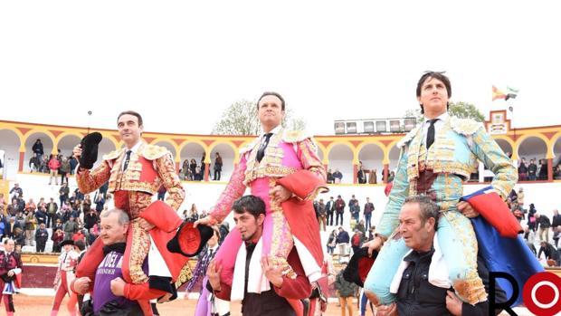 Enrique Ponce, Antonio Ferrera y Roca Rey, a hombros en Olivenza