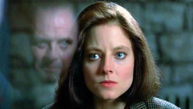Clarice Starling está tan atormentada por su pasado como la inspectora de homicidios Amaia Salazar, creada por Dolores Redondo. Arriba, fotograma de «El silencio de los corderos»
