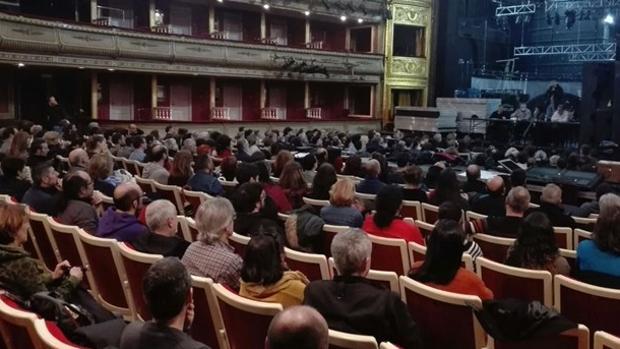 Una imagen de la asamblea celebrada ayer en el teatro de la Zarzuela