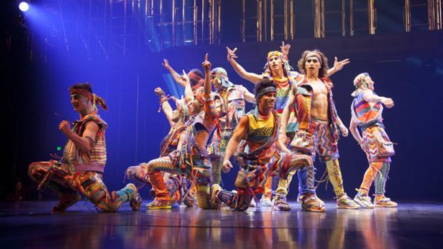 Un número del espectáculo «VOLTA», que el Circo del Sol representa en Tampa (Florida)