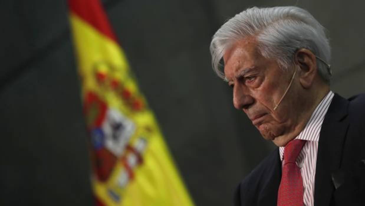 Vargas Llosa: «El nacionalismo es el enemigo principal del progreso en España»