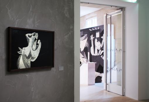 Obras relacionadas con el «Guernica» cuelgan en la muestra